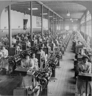 2686_women_working_in_cigarette_factory